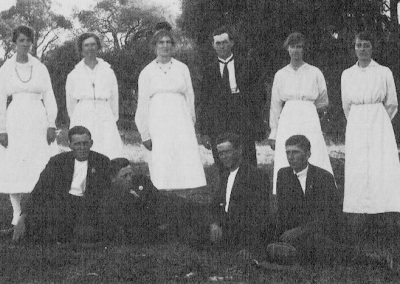 Back Row: Liz Thomas, Hilda Thomas, Lou Thomas, Vera Byass - teacher, Alma Schrapel. Front Row: Will Thomas, F James, Fred Thomas and Wally Schrapel