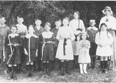Avenue Range School Knitting Group in 1917 (see page 33 of the book for a listing of names)